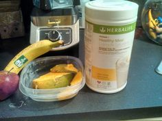 #Herbalife shake: Tropical paradise - 2 scoops pina colada shake mix 1 apple 1 banana ½ large mango 1 cup of ice ½ cup raw oatmeal Approximately  300 calories