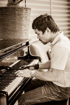 Who knew Manny Pacquiao is also a pianist?