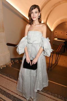 The Alexa Chung Look Book Tokyo Fashion, Vogue Fashion, Star Fashion, Fashion Models, Fashion Tips, Alexa Chung Style, British Fashion Awards, Victoria Dress, Night Looks