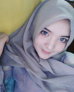 SelamatSiang. Muslim Beauty, Hijab Niqab, Muslim Women, Cool Style, School, Girls, Instagram, Fashion, Moda