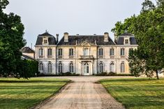 Gorgeous Chateau we saw on our way to the Dordogne region. French Chateau Homes, French Mansion, Casa Steampunk, French Architecture, Classical Architecture, Old Mansions, Unusual Homes, French Cottage, French Country House