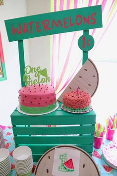 One in a melon - Watermelon themed birthday - table decor Watermelon Birthday Parties, 1st Birthday Party For Girls, Fruit Birthday, Girl Birthday Decorations, First Birthday Themes, Birthday Table, Birthday Ideas, Watermelon Decor, Watermelon Party Decorations
