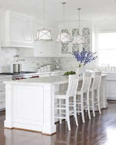 Kitchen Interior Remodeling These gorgeous white kitchen ideas range from modern to farmhouse and all in… - A gorgeous collection of white kitchen ideas in farmhouse style, coastal, modern and more. Design tips to get the perfect white kitchen. Kitchen Cabinet Colors, White Kitchen Cabinets, Painting Kitchen Cabinets, Kitchen White, Kitchen Backsplash, Kitchen Paint, Backsplash Design, Glass Cabinets, Country Kitchen