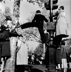 vintage everyday: Fun & Awesome Streetlife photographs by Robert Doisneau