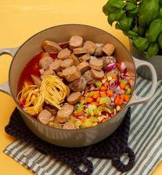 One pot pasta med pølser og kjøttboller   Det glade kjøkken One Pot Pasta, Dog Food Recipes, Dog Recipes