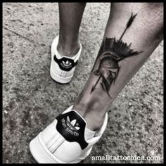 Molon labe tattoo ideas and designs with meanings. Therefore i shared spartan warior tattoo ideas in this post. White Wrist Tattoos, Ankle Tattoo Men, Head Tattoos, Foot Tattoos, Life Tattoos, Spartan Helmet Tattoo, Molon Labe Tattoo, Justin Tattoo, Soldier Tattoo