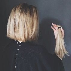 Layered and textured short hairstyles possess a capacity to cause you to look more modern and stylish. So on this page we shall explain to you 20 Low-Maintenance Short Textured Haircuts that may inspire you to help make the chop! Long Bob Hairstyles, Pretty Hairstyles, Hairstyles 2018, Short Textured Haircuts, Textured Bob, Short Haircut, Hair Day, New Hair, Hair Inspo