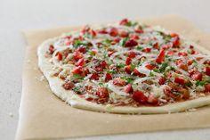 """Strawberry Balsamic Bacon Pizza - Annie's Eats wrote, """"Prepare to be wowed. Strawberry Pizza, Strawberry Balsamic, Bacon Pizza, Eat Pizza, Good Food, Yummy Food, Pizza Recipes, Italian Recipes, Delish"""