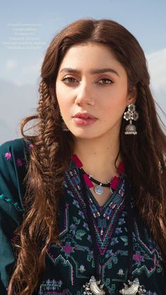 Mahira Khan Dresses, Nice Face, Pakistani Actress, Girls Dp, Indian Celebrities, Interesting Faces, Outfit Goals, India Beauty, Asia