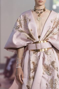 Elie Saab at Couture Fall 2019 - Details Runway Photos # Fashion dresses Elie Saab Fall 2019 Runway Pictures Trend Fashion, Fashion Weeks, Fashion Details, High Fashion, Fashion Show, Couture Details, Korean Fashion, Style Fashion, Women's Runway Fashion