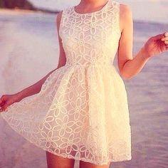 Aliexpress.com: Compre New Arrival 2015 moda casual vestido de alta qualidade sem mangas white lace vestido mulheres de confiança Vestidos fornecedores em High-end Fashion Women Clothing