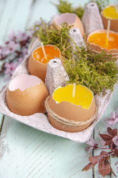Zabudnite na klasické maľované vajíčka, vyrobte si originálne veľkonočné dekorácie. Krásne, efektné a veľmi jednoduché dekorácie na veľkú noc vyrobíte raz dva len pomocou parafínu na sviečky a škrupinky z vajíčok. Pripravte si cez víkend veľké rodinné raňajky a nezabudnite vajíčka rozbíjať opatrne aby ste ich neskôr mohli využiť na tvorenie. Veľkonočný návod na sviečky v škrupinke zvládnu za asistencie dospelého aj deti a spoločne si môžete vyrobiť dekorácie na blížiace sa sviatky. Breakfast, Food, Meal, Eten, Meals, Morning Breakfast