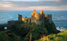 It has been decades since families have lived in these wondrous castles, now they just serve as tourist attractions. Check out this list of 12 of the most beautiful castles that are now abandoned. Dunluce Castle Bushmills, Ireland Via:www.smarttour.ie