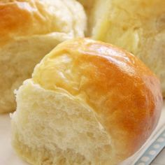 This homemade buns recipe is not complicated to make and you will impress everyone with these light sweet dinner buns.