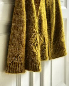 Ravelry: Magnolia Chunky Cardigan pattern by Camilla Vad Knit Cardigan Pattern, Chunky Cardigan, Sweater Knitting Patterns, Baby Knitting, Romantic Outfit, Knitwear Fashion, Hand Knitted Sweaters, Textiles, Knit Or Crochet