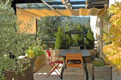 Créateur d'espace extérieur, Exonido conçoit des pergolas sur-mesure. A lames orientables ou chapeautées d'une voile rétractable, garantie sans effet Venturi, la pergola s'immisce au sein de toutes les surfaces. ©Exonido
