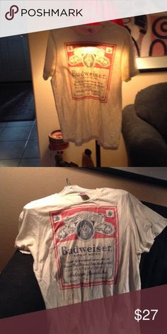 JunkFood adorable brand size L tee. ✌🏻️😎 One of my all time favorite brands JunkFood Budweiser beer t-shirts.  A beige tee w/ red & blue Budweiser logo. 😍😘 Junk Food Tops Tees - Short Sleeve