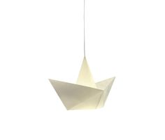 A lamp similar to a paper boat. It is made of Nomex, an insulation material made by Dupont and used in industry, which makes it fireproof and completely..