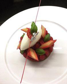 Rhubarb Desserts, Fancy Desserts, Dessert Mousse, Michelin Star Food, Tartelette, Beautiful Desserts, Molecular Gastronomy, Restaurant Recipes, Culinary Arts