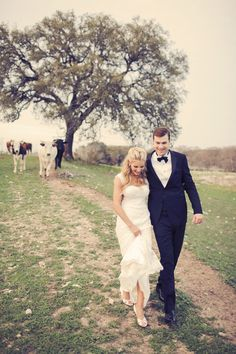 This is my wedding right here.. its perfect. The pictures on this site are gorgeous... outdoor Texas wedding,