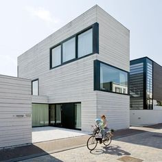 http://www.morfae.com/1892-pasel-kuenzel-architects/ Urban Villa by pasel.kuenzel architects in Amsterdam, The Netherlands. The Power of Simple Things.