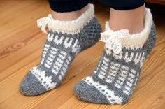 Knitted Slippers, Crochet Slippers, Knit Crochet, Knitting Socks, Hand Knitting, Woolen Socks, Cozy Socks, Stocking Tights, Knit Socks