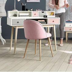 Bureau enfant Blush - Maisons du monde. Sobre et fonctionnel, monté sur des pieds en pin blanchi, ce bureau blanc donnera un joli coup d'éclat à la chambre de votre enfant.