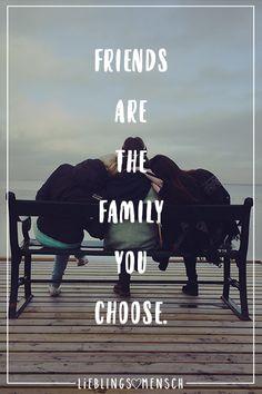 Visual Statements®️ Friends are the family you choose. Sprüche / Zitate / Quotes / Leben / Freundschaft / Beziehung / Liebe / Familie / tiefgründig / lustig / schön / nachdenken