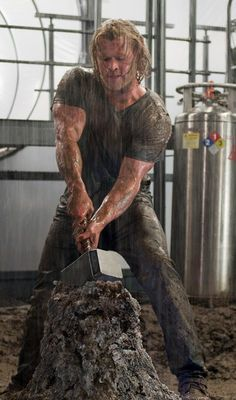 Chris Hemsworth. Mmmmm.....