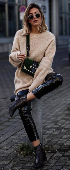 black and nude winter trends / weater + bag + pants + boots