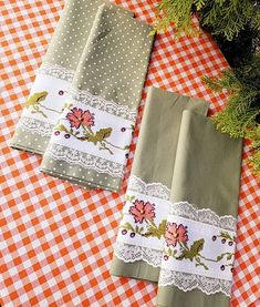Napkins, Tableware, Fashion Dresses, Etsy, Pillowcases, Dish Towels, Towels, Cross Stitch, Scrappy Quilts