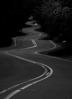 Blik op het oneindig, kronkelende weg
