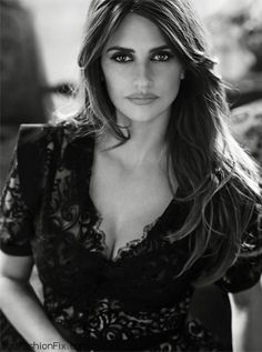 Penelope Cruz... Beautiful intense eyes<3