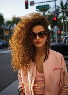 Beauty And Fashion Curly Hair Styles, Short Curly Hair, Natural Hair Styles, Hair Inspo, Hair Inspiration, Poses, Curly Wurly, Hippie Hair, Big Curls