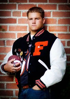 senior picture ideas for boys | Senior Boys sports photos | Senior Picture Ideas