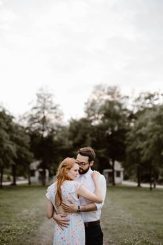 Sequoyah Park is a favorite for locals. It's understated beauty is the perfect background for engagement photos along the Tennessee River. Tennessee River, Chattanooga Tennessee, Engagement Outfits, Engagement Session, Mountain Engagement Photos, Engagement Photography, Park, Couple Photos, Photographers