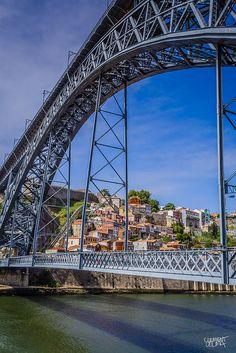 ... as pontes encantam. / ... the bridges are a charm. #porto #tapportugal - Ponte da Arrábida - Engenheiro Edgar Cardoso