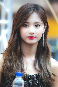 Twice-Tzuyu 180722 Dance The Night Away fansign Beautiful Girl Indian, Beautiful Girl Image, Beautiful Women, Nayeon, Kpop Girl Groups, Kpop Girls, Korean Beauty, Asian Beauty, Jihyo Twice