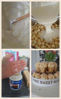 ijsjes van popcorn. Om het mengsel te maken gebruik je 100 gram boter op 265 gram marshmallows. Smelt de boter en voeg de marshmallows toe, goed roeren tot alles gesmolten is. Giet het mengsel over de popcorn (ongeveer 250 gram) en verdeel het. Laat het even afkoelen tot het handelbaar is. Vet dan je handen in met cocosolie of andere plantaardige olie en vorm de ballen in de hand. Leuk op een hoorntje een stokje of gewoon als bal.