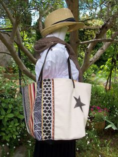 Sac cabas en coton écru et toile ethnique , étoile et anses en cuir