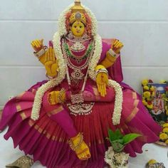 Varalakshmi Vratham 2019 honours the most popular Goddess Maha Lakshmi. Varalakshmi Puja or homam on this day means abundant wealth is sure to come your way. Gauri Decoration, Decoration For Ganpati, Diwali Decorations, Festival Decorations, Pooja Mandir, Pooja Room Design, Puja Room, Tanjore Painting, Sumo