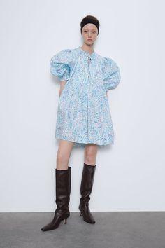 Short dress with ruffled round neck and elbow-length sleeves. The Dress, High Neck Dress, Poplin Dress, Mini Vestidos, Models, Clothes Horse, Zara Dresses, Short Dresses, Online Shopping