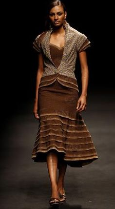 Traditional Seshoeshoe fabric used in a stunning dress. African Wear, African Dress, African Fashion, Setswana Traditional Dresses, Seshoeshoe Designs, Shweshwe Dresses, Stunning Dresses, Modest Outfits, Fashion Sketches