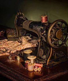 memori, antique sewing machines, old school, sew machin, sewing rooms, vintag sew, vintage sewing machines, old sewing machines, antiques