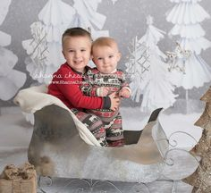 These #brothers are adorable! And their #ChristmasJammies too! #eugene #eugeneor #eugeneoregon #eugenephotography #eugeneoregonphotographer #springfieldor #springfieldoregon #springfieldoregonphotography #oregon #oregonphotographer #oregonphotography #shannachessphotography #eugenephotographer #ChristmasMiniSession #Christmas