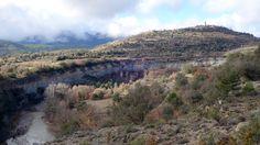 Meandro del Isábena. Al fondo, Roda y la Sierra de la Esdolomada