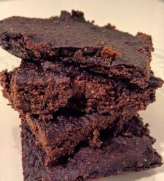 Discover recipes, home ideas, style inspiration and other ideas to try. Vegan Gluten Free Brownies, Vegan Brownie, Brownie Recipes, Vegan Cheesecake, Healthy Cake, Healthy Desserts, Healthy Food, Sweet Recipes, Raw Food Recipes