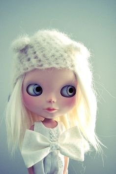 Blythe ◉◡◉  M: I can't get enough of the stark white hair n
