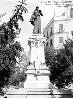 1902.Lope de Vega en Plaza de Rubén Dario.P&B. Madrid, Plaza, Statue Of Liberty, Travel, Vintage, Antique Photos, Fotografia, Liberty Statue, Voyage