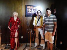 049 - Em Gramado, no Museu de Cera, ao lado dos lendários Elvis Presley e Marilyn Monroe.